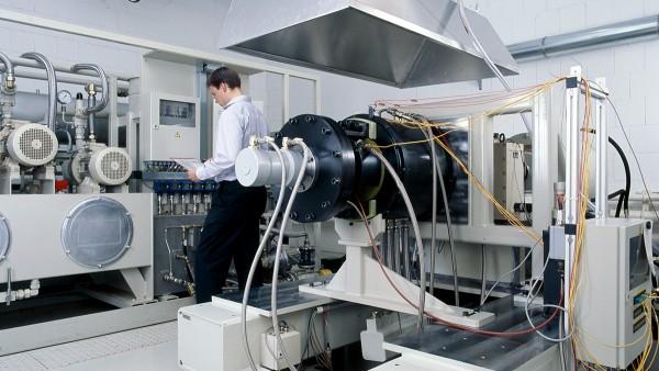 Nuestra gama de servicios incluye, además del desarrollo y de la fabricación de los productos descritos, la realización de tests en los bancos de ensayos y ensayos previos, así como el diagnóstico y la reparación de rodamientos de alta calidad.