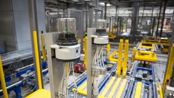 Los subsistemas autónomos garantizan un flujo fiable de material en el nuevo centro de almacenamiento y distribución de Schaeffler.